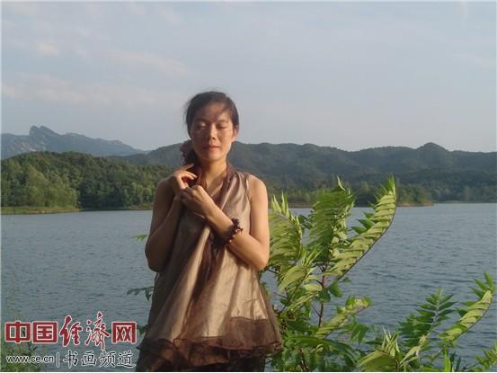著名青年女画家王纯华(王春华)